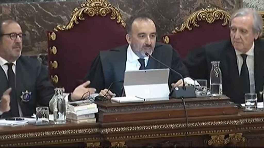 Marchena, durante una de las discusiones. A su lado, Martínez Arrieta y Berdugo./