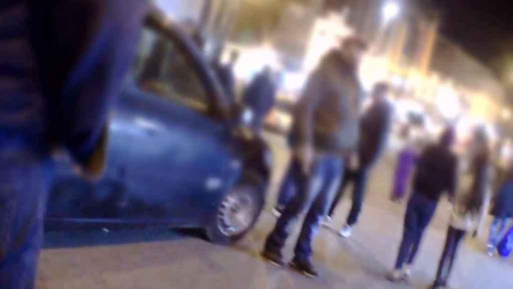 El aparcacoches viste con la misma ropa que el Pablo Escobar marroquí