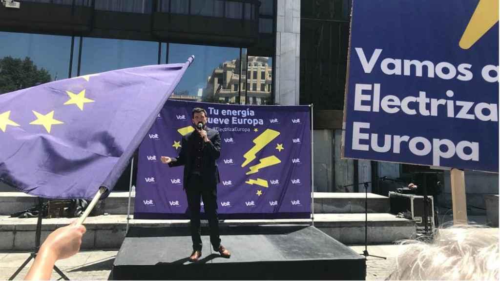 Bruno Sánchez-Andrade, en el mitin de Volt en la plaza de Margaret Thatcher, de Madrid.