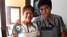 Pedro junto a su madre Gloria en su cumpleaños.