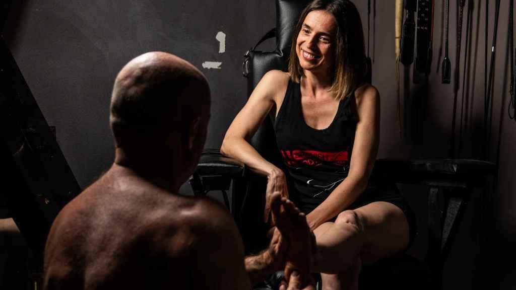 La psicóloga y sexóloga Arola Poch ha llevado a cabo un estudio sobre fetichismo de pies con 1.156 participantes.