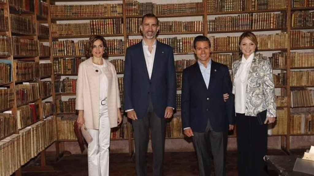 Felipe, Letizia, Peña Nieto (entonces presidente de México) y su esposa Angélica Rivera.
