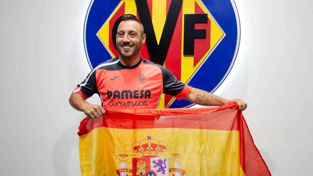 Cazorla, con la bandera de España tras conocer su convocatoria