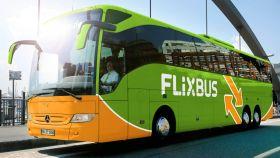 Imagen de un autobus de Flixbus.