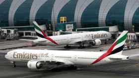Aviones en el aeropuerto de Dubai.
