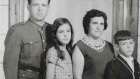 Juan Valerio (el padre) Magdalena Valerio, Claudia Cordero (su madre) y su hermano Martín.