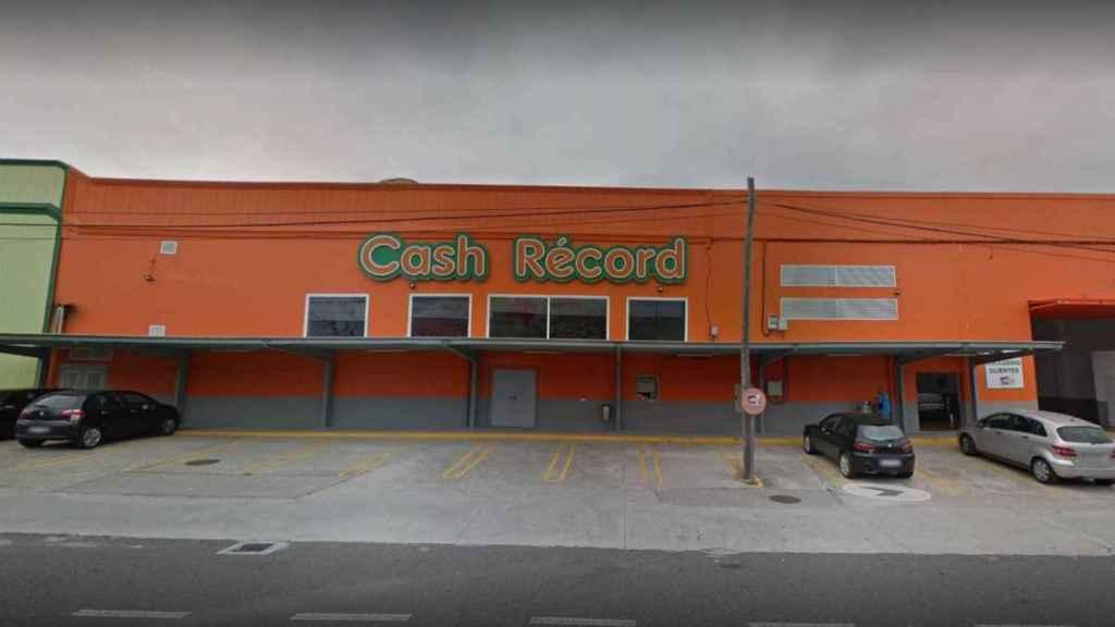 Exterior del Cash Record a las afueras de Lugo, donde tuvo lugar el crimen.