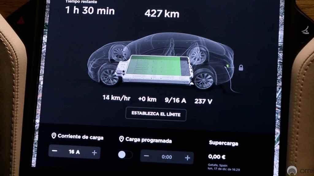 Pantalla de autonomía de un Tesla Model S