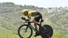 Roglic, durante la novena etapa. Foto: (Twitter (@giroditalia)