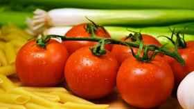 Unos tomates recién cogidos de la huerta.