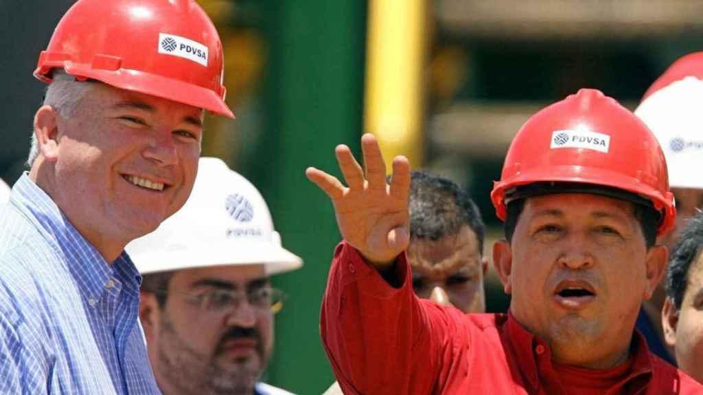 Rafael Ramírez y Hugo Chávez, en 2006, cuando Raúl Morodo era embajador en Venezuela.