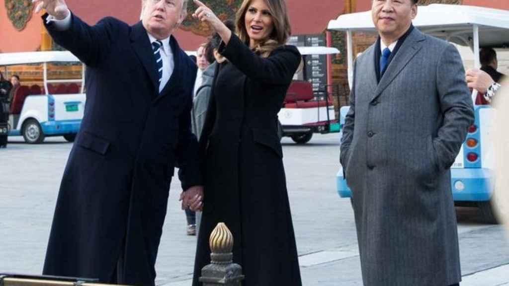El presidente de Estados Unidos y la primera dama, Donald y Melania Trump, junto al presidente chino, Xi Jinping.