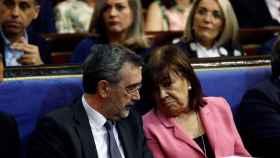 Manuel Cruz, presidente del Senado, con la vicepresidenta Cristina Narbona, en una imagen de archivo.