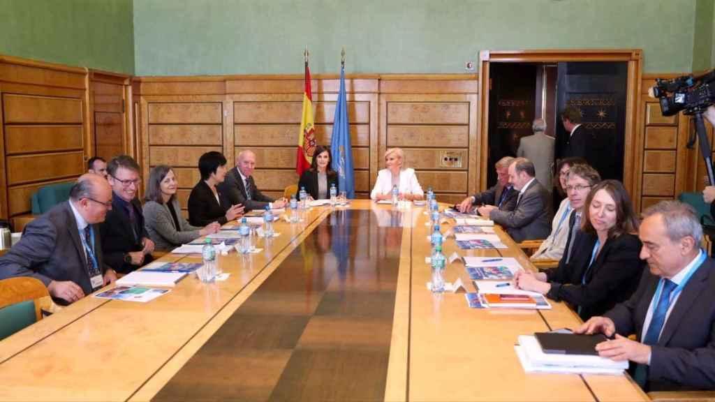La reina Letizia reunida en el Palacio de las Naciones de Ginebra.