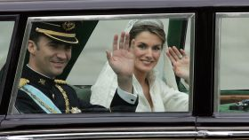 Felipe VI y la entonces princesa de Asturias llegando a la catedral.