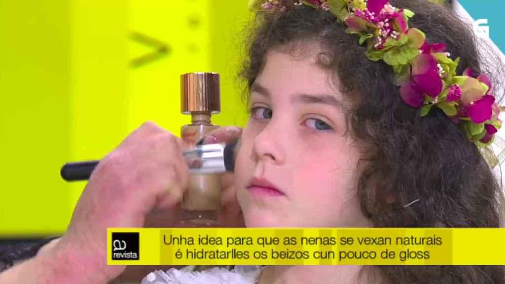 En el rótulo recomiendan 'gloss' para que las niñas se vean naturales