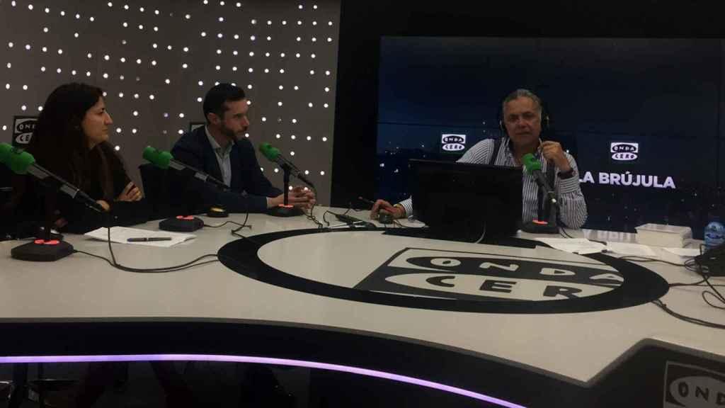 El programa 'Innovar para vivir' de La Brújula de Onda Cero, con Juan Ramón Lucas (derecha) junto a Luis Díaz (Accenture) y Susana López (BBVA).