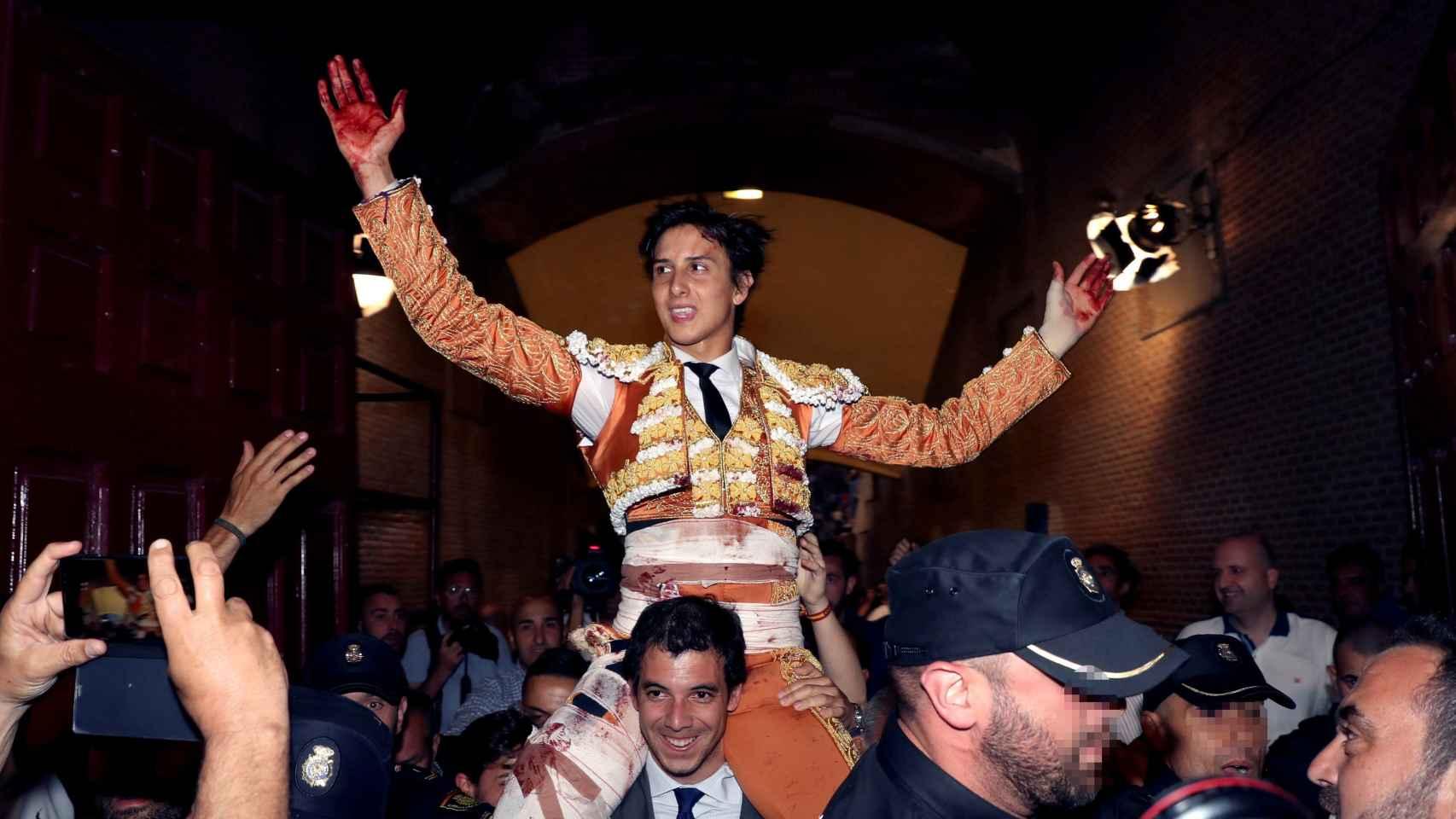 Roca Rey sale a hombros de Las Ventas, conquistando su tercera Puerta Grande