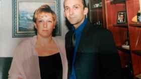Margarita, en estado vegetativo tras ser operada de tiroides, y su marido.