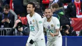 Neymar y Dani Alves en el PSG