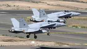 En la base aérea de Gando hay una veintena de cazas F-18.