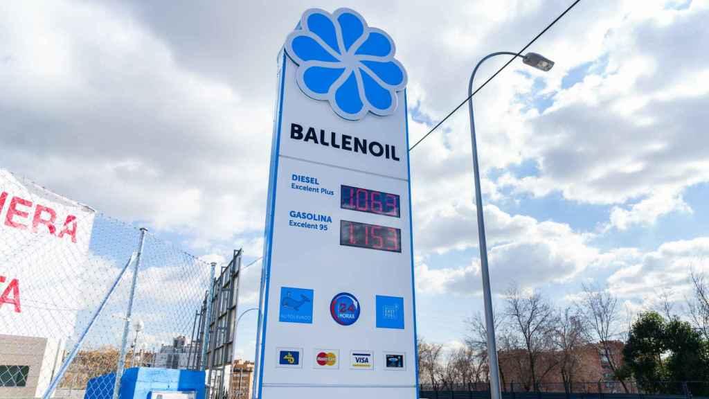 Iberdrola instalará puntos de recarga rápida de coches eléctricos en las estaciones Ballenoil