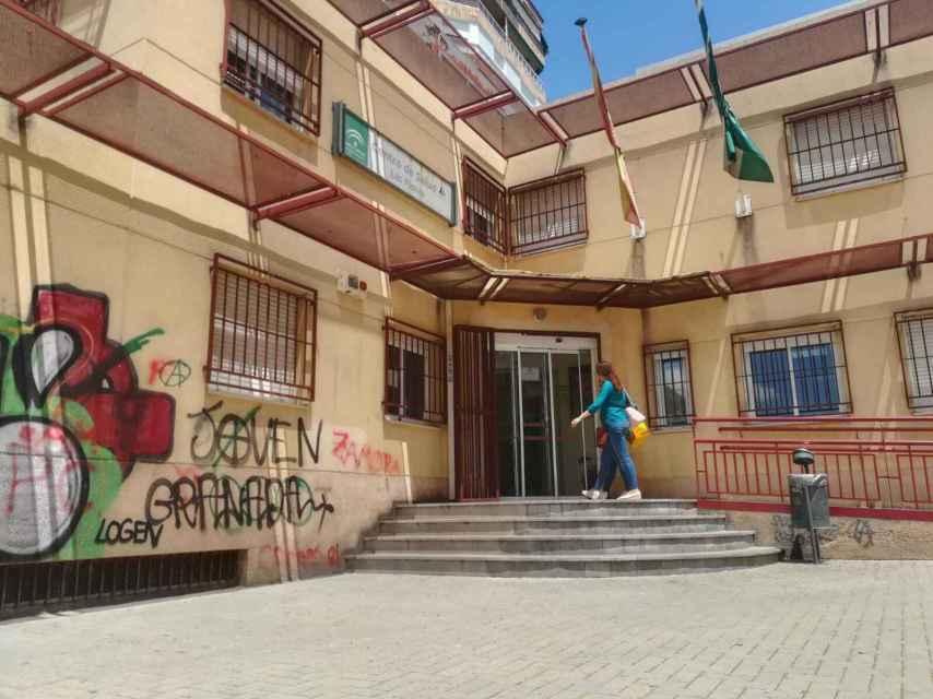 Centro de salud Las Flores de Granada. Los hijos de María Sevilla y Patricia González, de Infancia Libre, pasaron por la consulta de la pediatra Narcisa Escudero antes de su traslado.