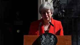 Theresa May anunciando su dimisión.
