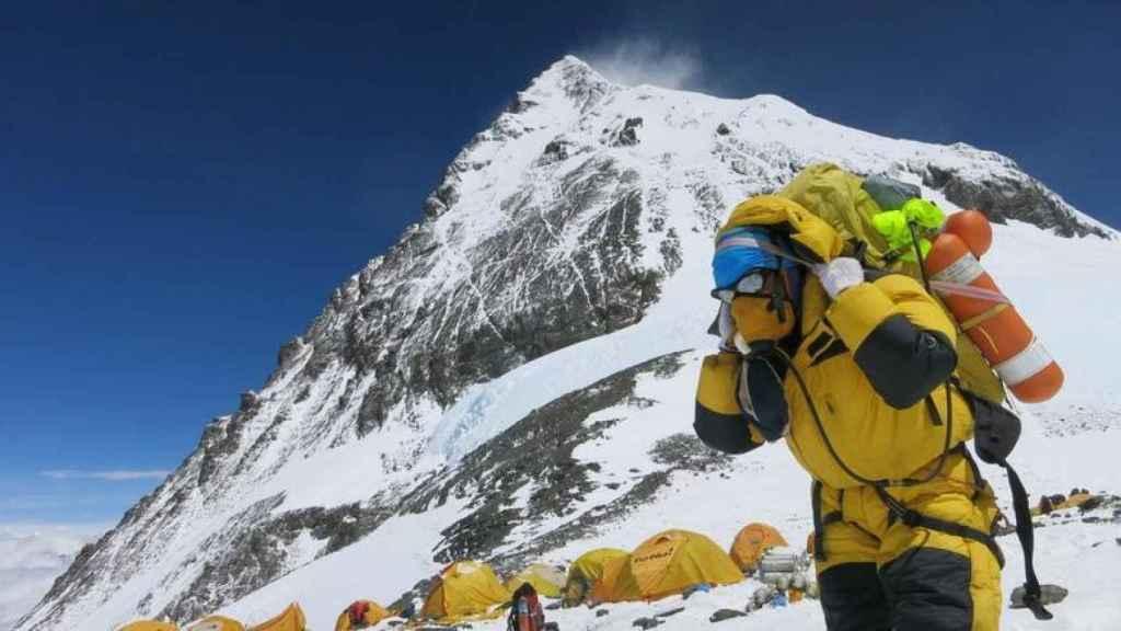 El atasco en el Everest provoca el caos