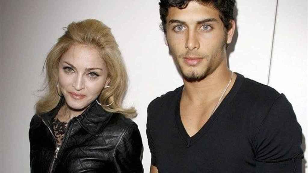 Madonna junto su ex pareja, Jesús Luz, 30 años más joven.