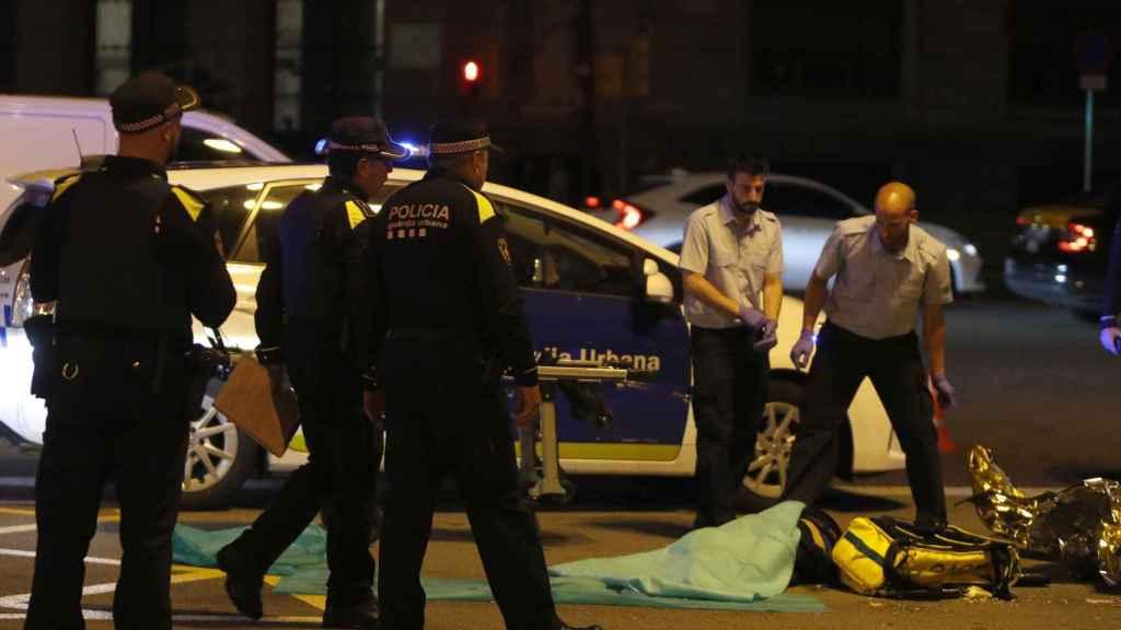 La Policía Nacional se presenta en el lugar del accidente.