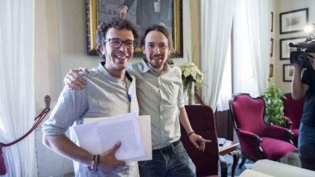 José María González junto a Pablo Iglesias, líder de Podemos, al poco de 'Kichi' conseguir la Alcaldía de Cádiz.