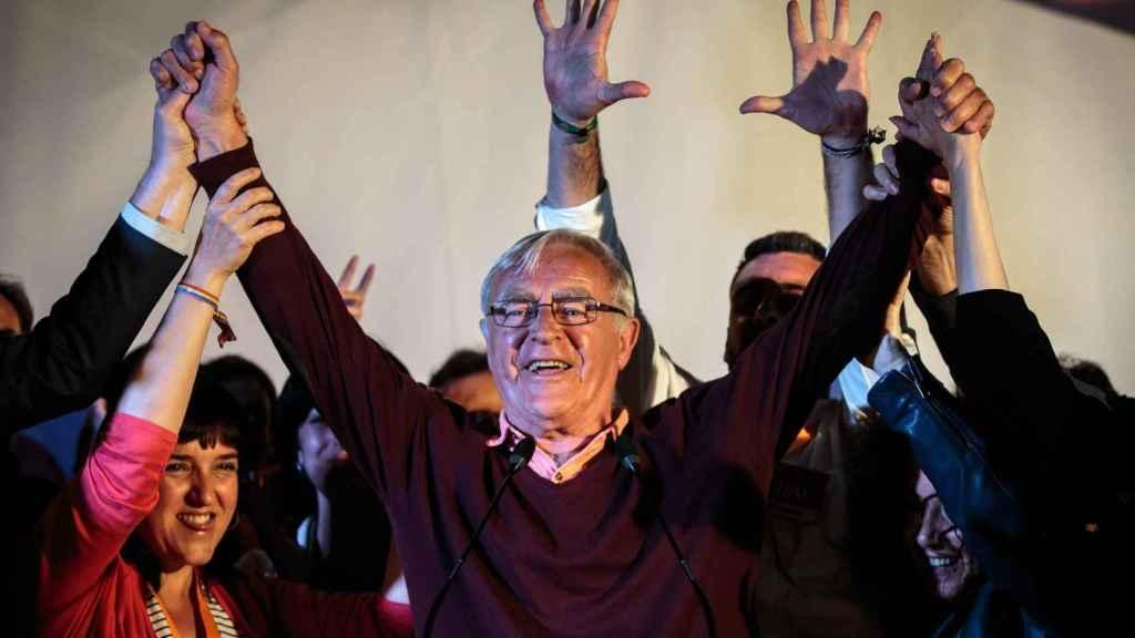 El candidato de Compromis a la alcaldía de Valencia, Joan Ribó, celebra los resultados electorales.