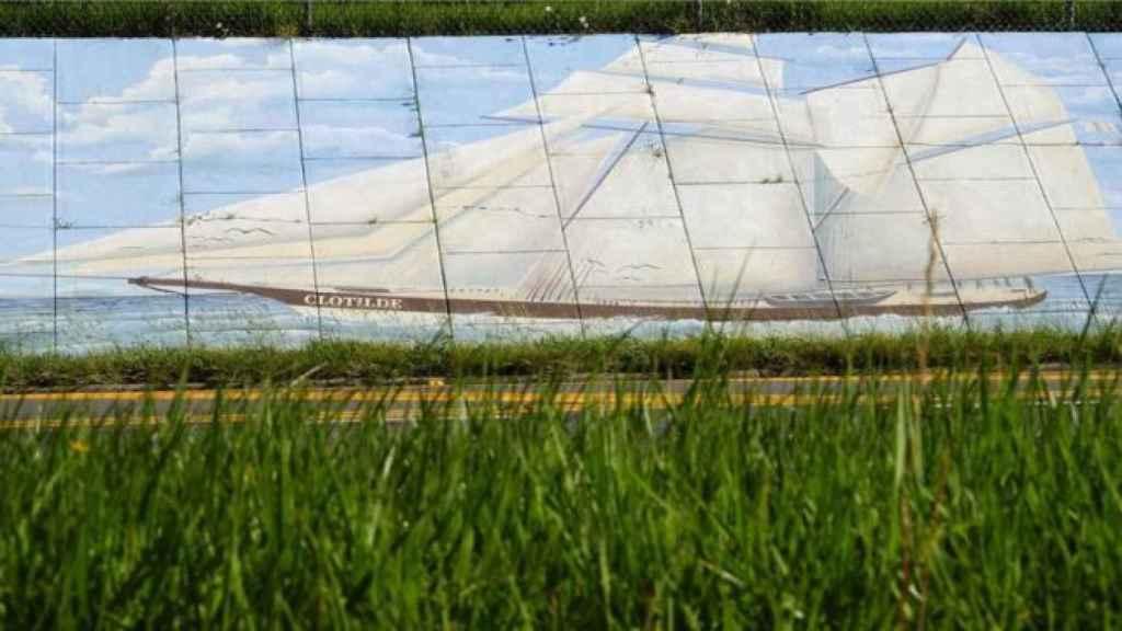Un mural en Alabama muestra al barco negrero 'Clotilde'.