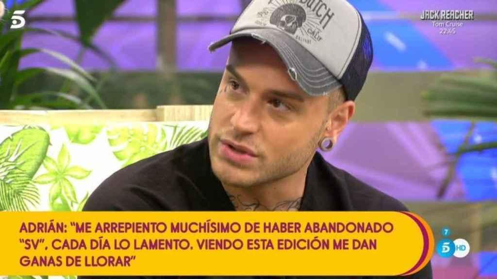 Adrián durante su visita a 'Sálvame Diario'.