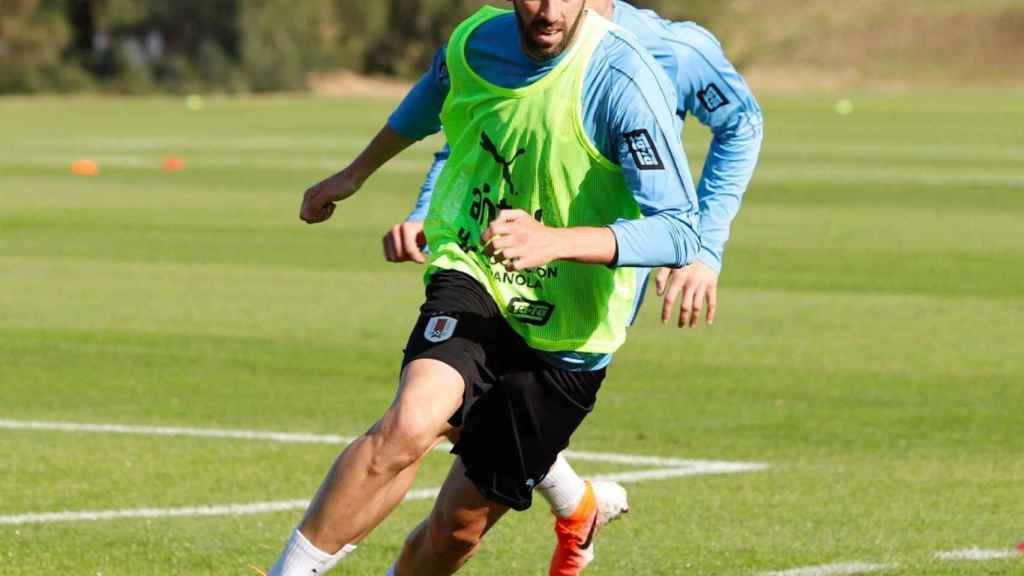 Godín entrenando con Uruguay. Foto: Twitter (@diegogodin)
