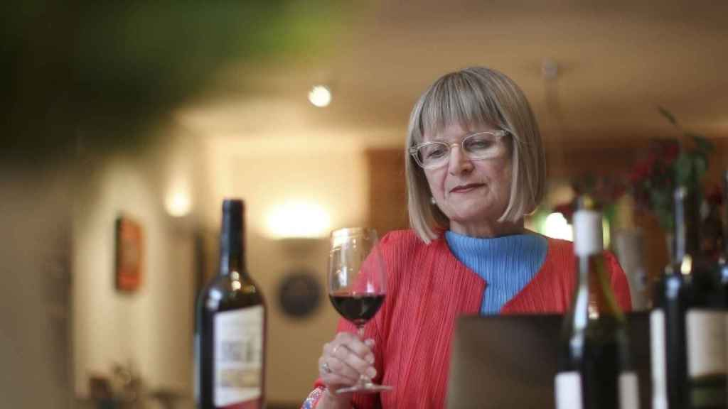 Jancis Robinson lleva más de cuarenta años catando y escribiendo sobre vino.
