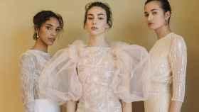 Tres modelos posan con los nuevos diseños para novia de Paula del Vas.