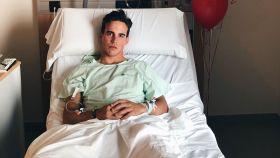 Gonzalo Caballero, desde la camilla del hospital.