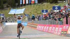 Peters, tras ganar la 17ª etapa. Foto: (Twitter @giroditalia)