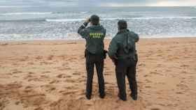 La menor, que se encontraba nadando en una playa de Tarragona, falleció tras ser arrastrada por la corriente. Foto: EFE.