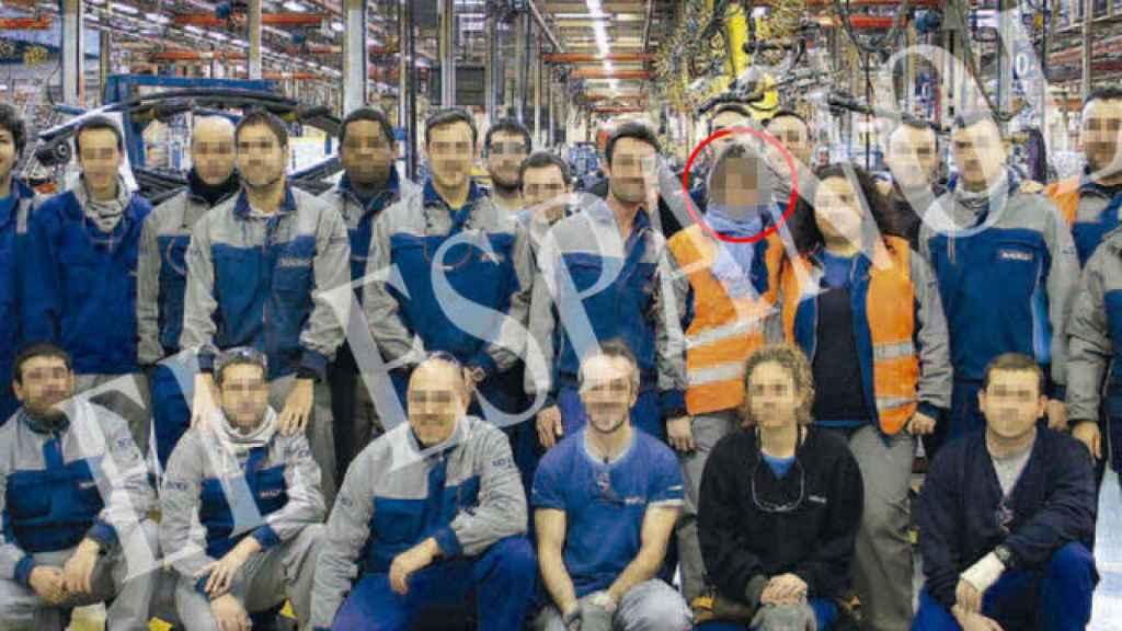 Verónica, junto a sus compañeros, en el grupo de ejes donde trabajaba.