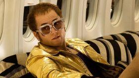 Taron Eegerton como Elton John.
