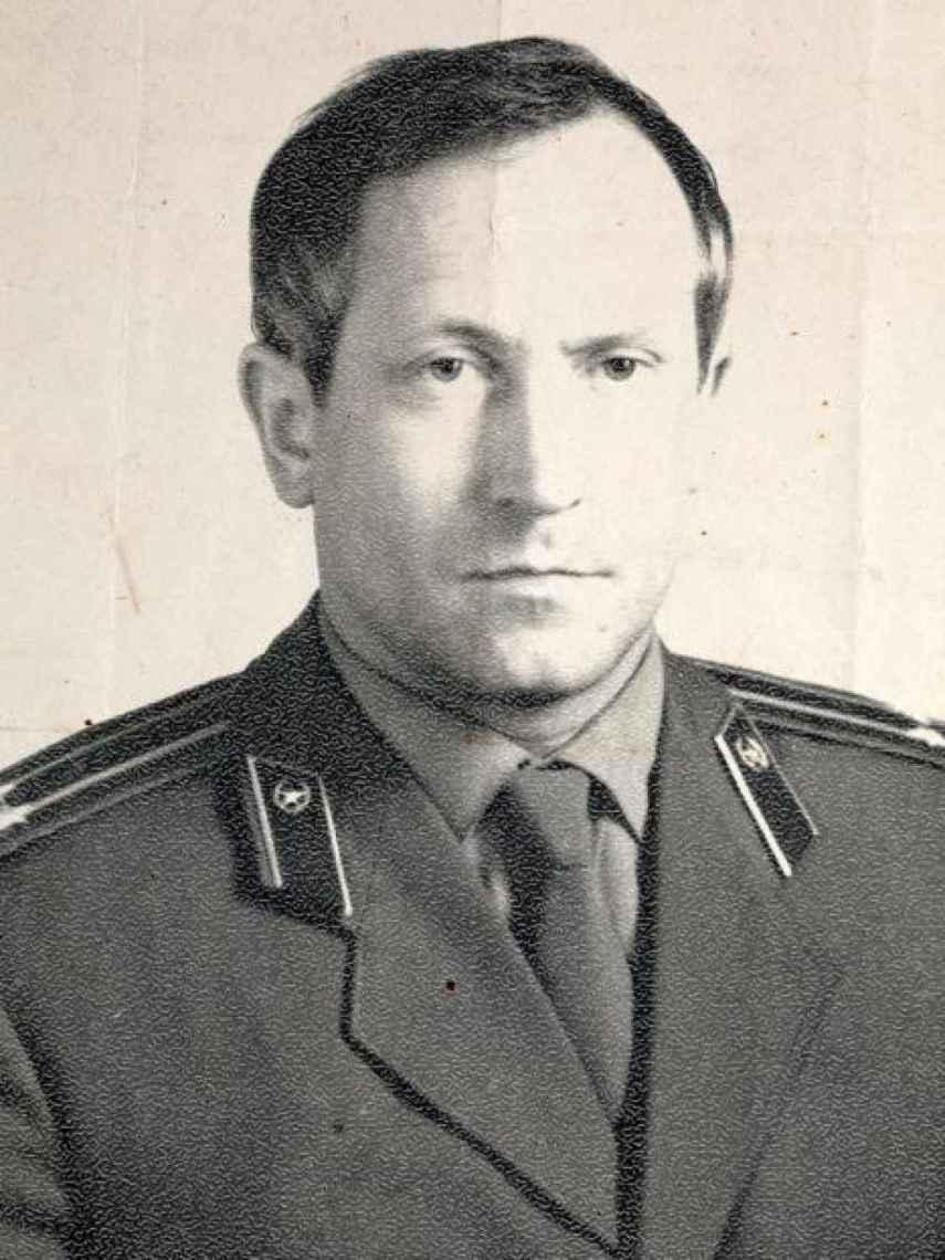 Oleg Gordievski, con su uniforme del KGB.