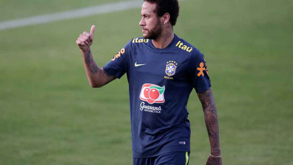 Neymar entrena con Brasil