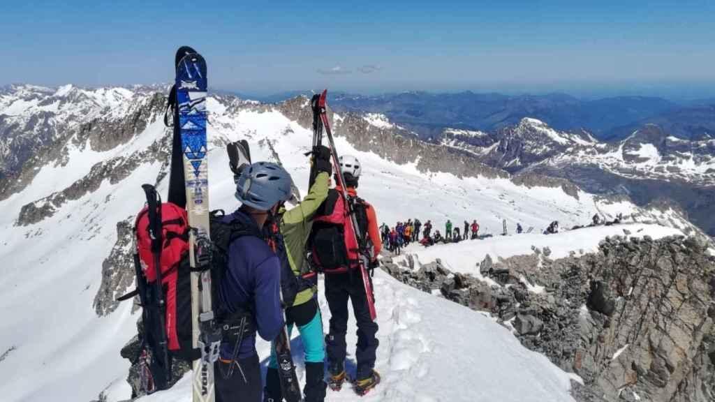 La cumbre de la mayor cima del Pirineo el sábado.