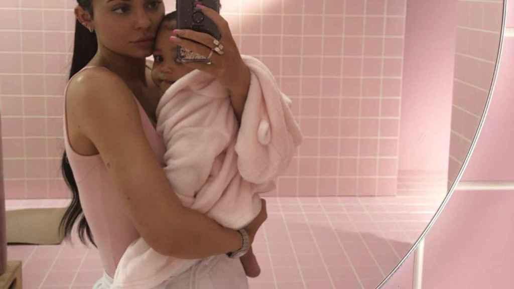 Kylie Jenner y su hija Stormi.