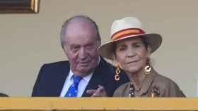 El Rey Emérito Juan Carlos I y la Infanta Elena durante la Feria Taurina de Aranjuez