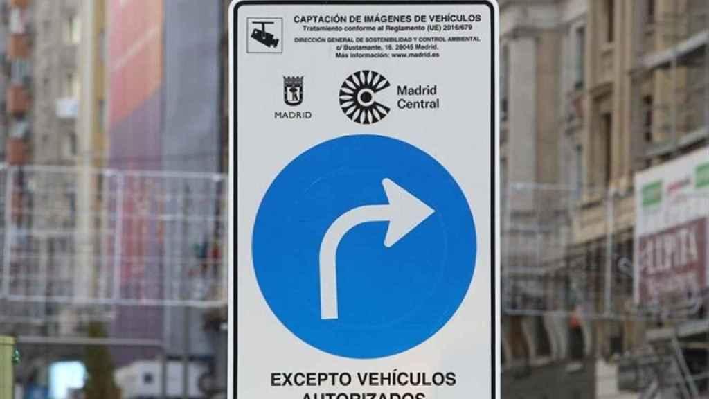 Señal que advierte sobre la delimitación del área Madrid Central