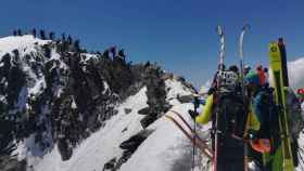 Masificación en la cima del Aneto el sábado pasado.